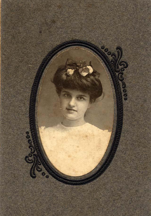 Morgan 34. 34. Small photo of female